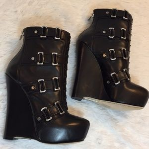 Alejandro Ingelmo Black lace up zippered Platforms